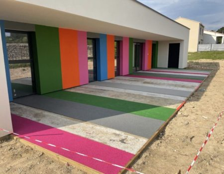 Un sol souple multicolore pour micro-crèche !